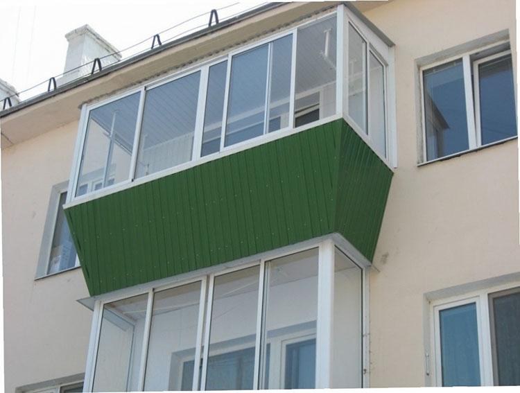 ostekleniye-balkona-v-khrushchevke-1
