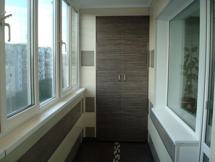 vstroyennyy-shkaf-na-balkon