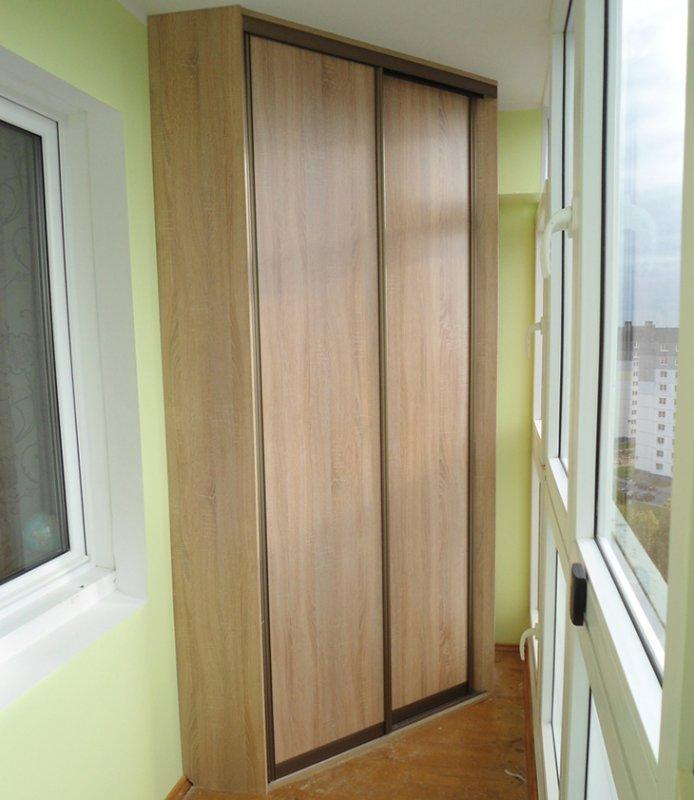 uglovoy-shkaf-na-balkon
