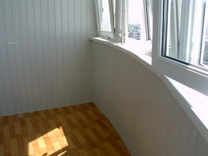 otdelka-balkona-saydingom-vnutri