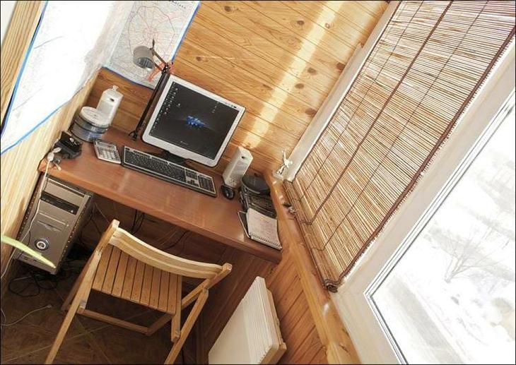kabinet-na-balkone-obshit-vagonkoy